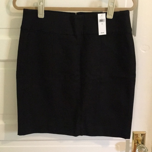 Banana Republic Dresses & Skirts - NWT Banana Republic black pencil skirt size 8